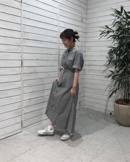 モノトーンシャツ&フレアスカート