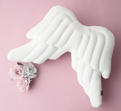 【NEW!】天使の羽⁉️可愛いすぎるクッション✨