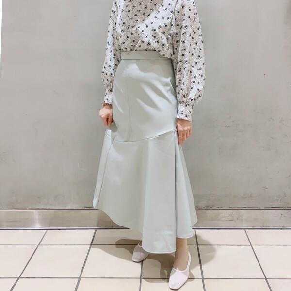 ♡春カラーのレザー調スカート♡