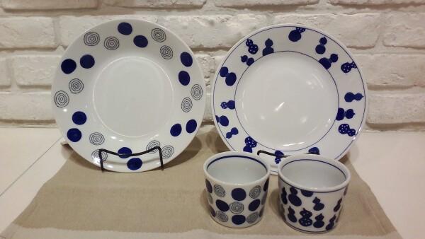 白と青がさわやかな食器、入荷しました!