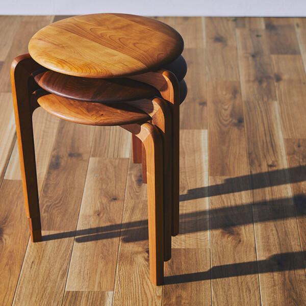曲線の美しい椅子✨