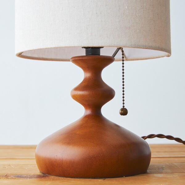 ナチュラル素材のテーブルランプ