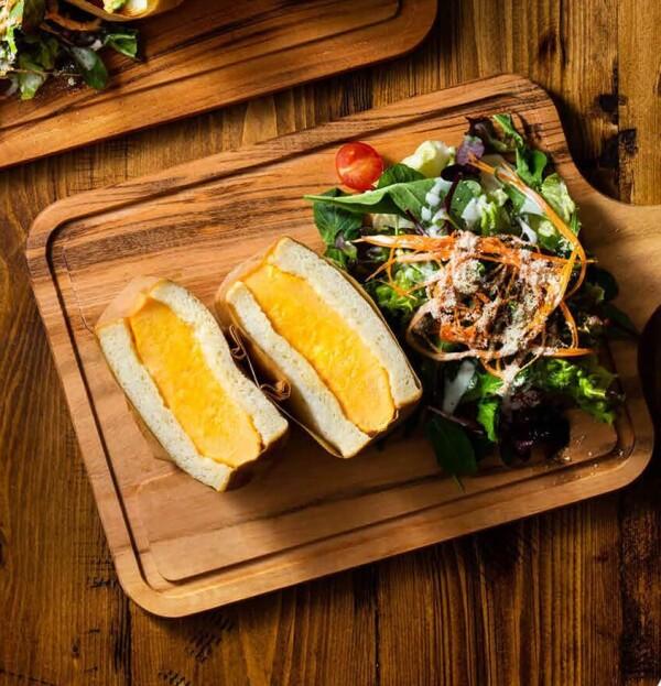 カフェメニュー「厚焼きたまごの極美サンドイッチ」!