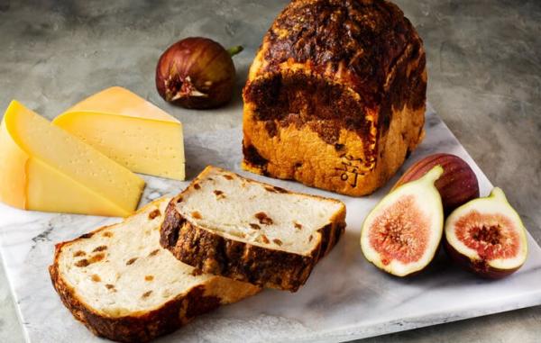 8月限定の食パンは「白いちじくとゴーダチーズ」