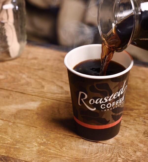 ローステッドコーヒーをアイスとホットでご用意しています