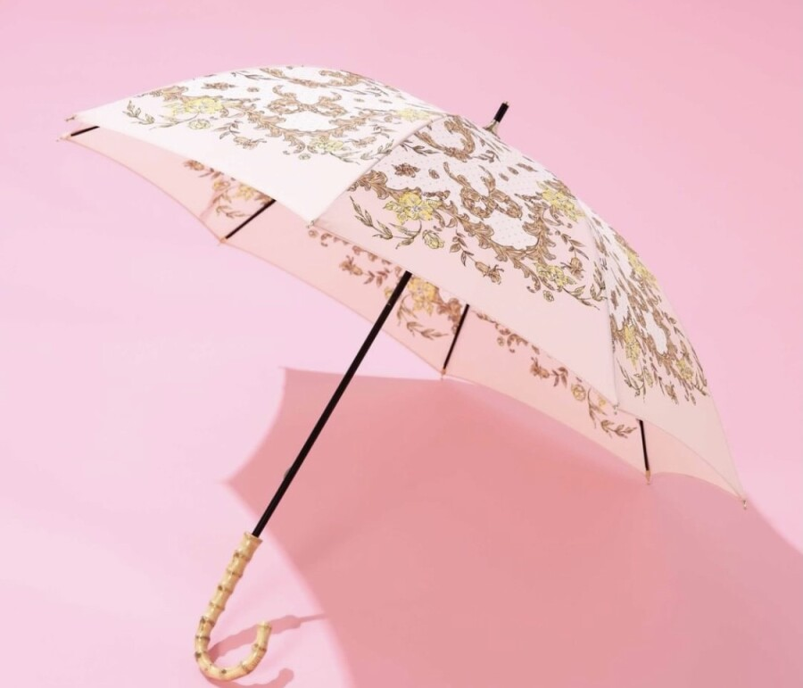 日傘で紫外線対策⛅