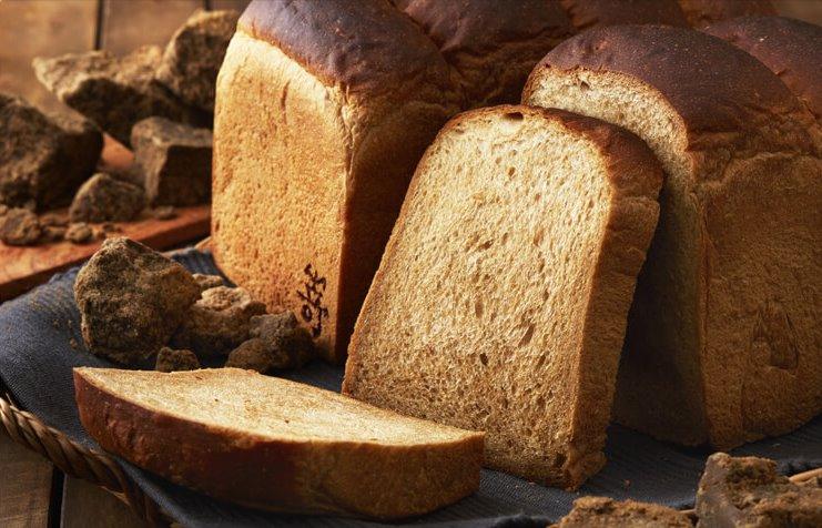 8月2日の月曜日から、月曜日限定食パン「黒糖山型食パン」の販売を開始します!